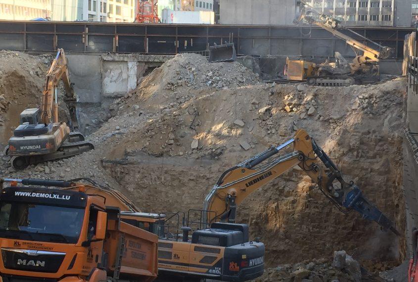 excavator ciocan hidraulic
